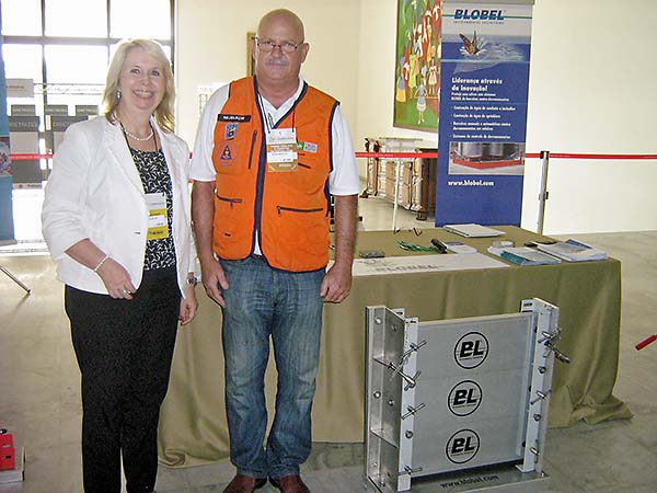 Silvia and an interested visitor to the 2014 civil defence conference in São Paulo.